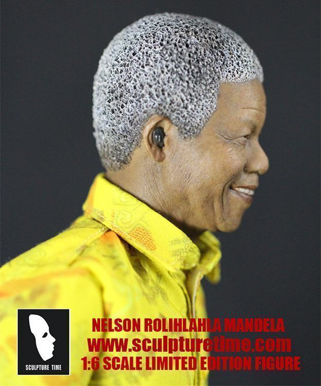 Nelson-Mandela-1-6-Scale-Masterpiece-Figure-04