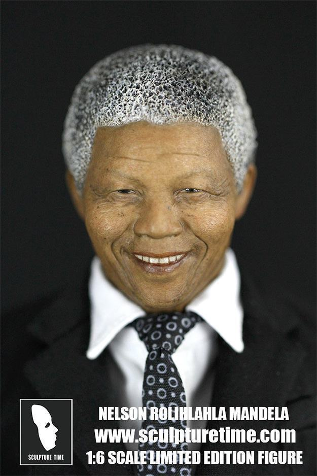 Nelson-Mandela-1-6-Scale-Masterpiece-Figure-06