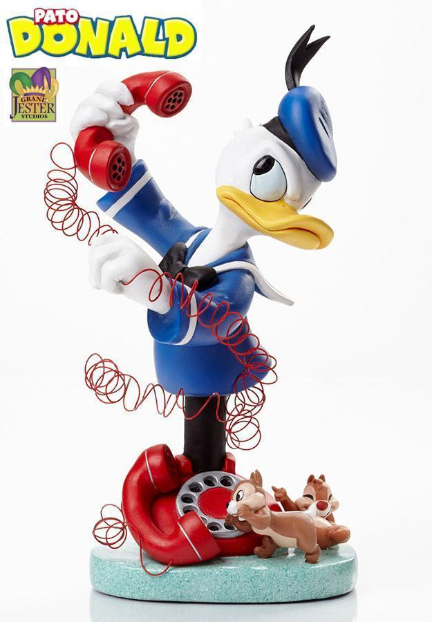 Donald-with-Chip-and-Dale-Grand-Jester-Bust-01