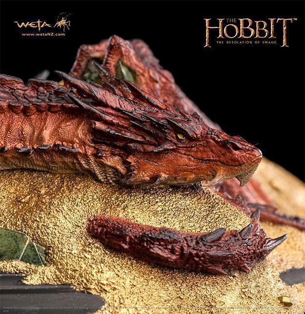 Hobbit-Smaug-King-Under-the-Mountain-Statue-02