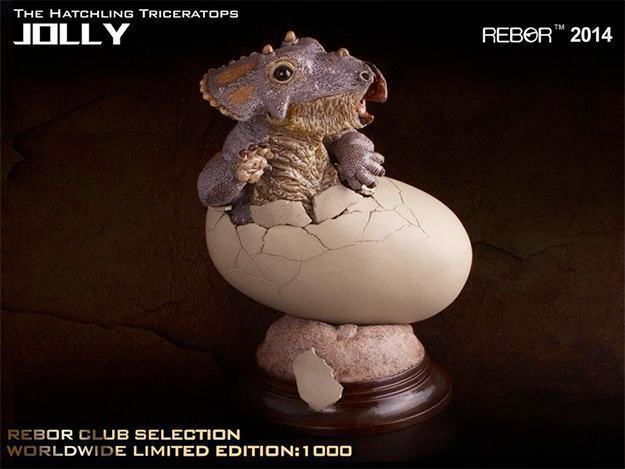 Jolly-The-Hatchling-Triceratops-Statue-01