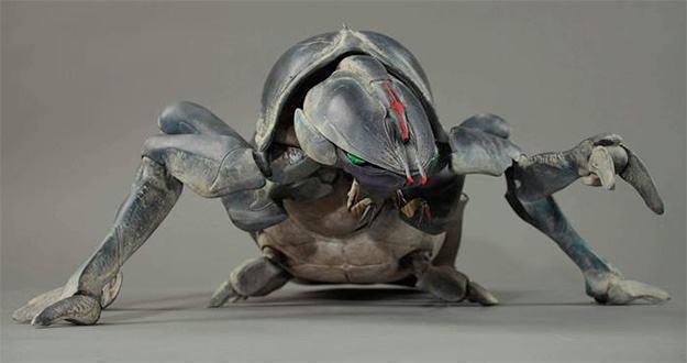 Starship-Troopers-Tanker-Bug-Statue-Tropas-Estrelares-02a