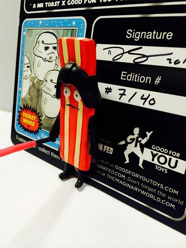 Toast-Wars-Darth-Bacon-Bootleg-Action-Figure-03