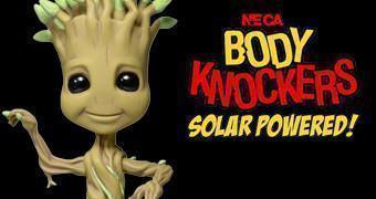 Boneco Baby Groot Body Knocker – Dança Sem Parar com Energia Solar!
