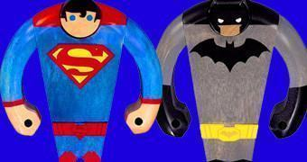 Bonecos de Madeira DC Blocky Wood: Superman e Batman
