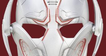 Máscara Eletrônica Muda Voz do Ultron em Vingadores 2: Era de Ultron