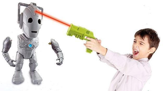 Doctor-Who-Interactive-Cyberman-Attack-03