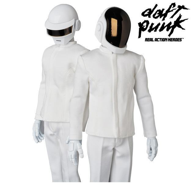 Action-Figures-Daft-Punk-RAH-White-Suits-04