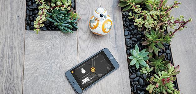 BB-8-App-Enabled-Droid-Sphero-Star-Wars-04