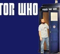 TARDIS de Papelão em Tamanho Real com 2,5m de Altura (Doctor Who)