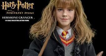 Hermione Granger (Emma Watson) Action Figure Perfeita Harry Potter e a Pedra Filosofal