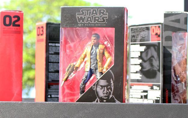 Star-Wars-Force-Awakens-Toy-Unboxing-Rio-03
