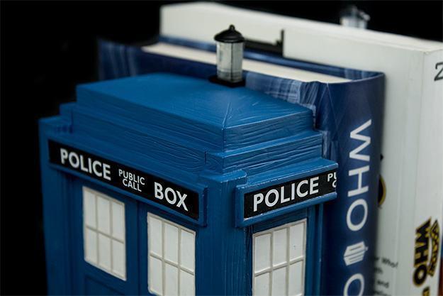 Apoio-de-Livros-TARDIS-Bookends-Doctor-Who-03