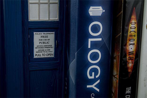 Apoio-de-Livros-TARDIS-Bookends-Doctor-Who-06