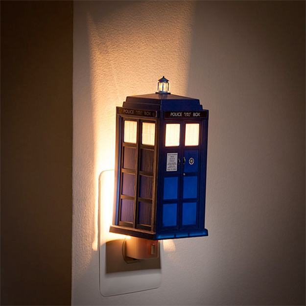 Luz-Noturna-Doctor-Who-TARDIS-Night-Light-02