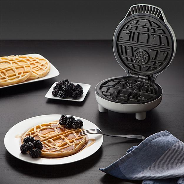 Maquina-de-Waffles-Death-Star-Star-Wars-Waffle-Maker-02