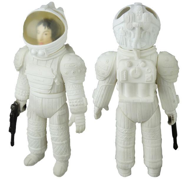 Bonecos-Medicom-Alien-Sofubi-02