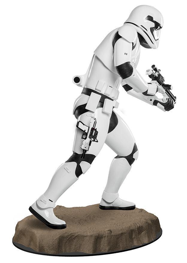 Estatua-Tamanho-Real-First-Order-Stormtrooper-Star-Wars-VII-03