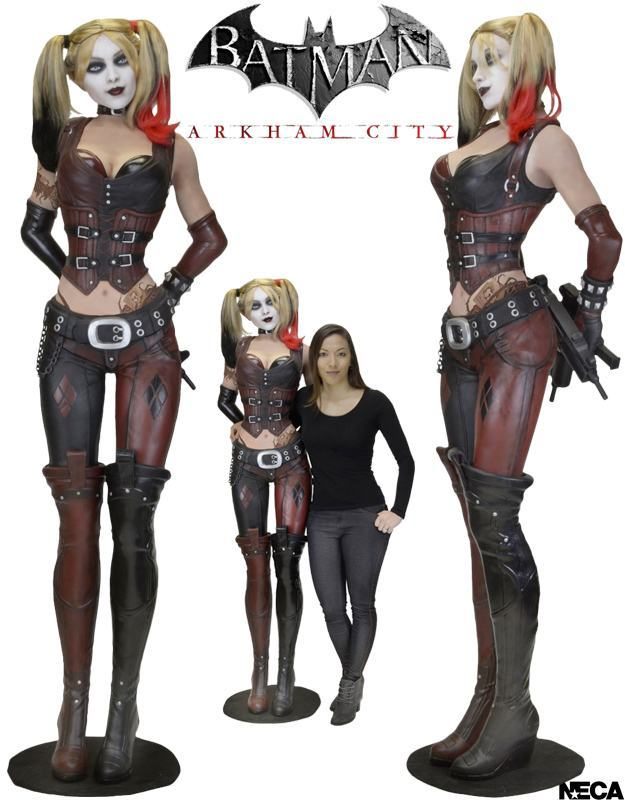 Estatua-Life-Size-Harley-Quinn-Foam-Replica-Batman--Arkham-City-01