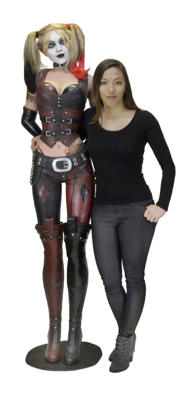 Estatua-Life-Size-Harley-Quinn-Foam-Replica-Batman--Arkham-City-02