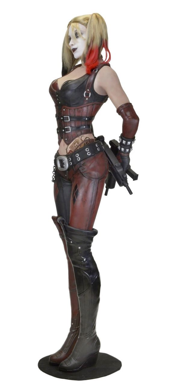 Estatua-Life-Size-Harley-Quinn-Foam-Replica-Batman--Arkham-City-03