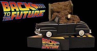 Estátua Premium Motion De Volta para o Futuro: Carro do Biff Coberto de Esterco!