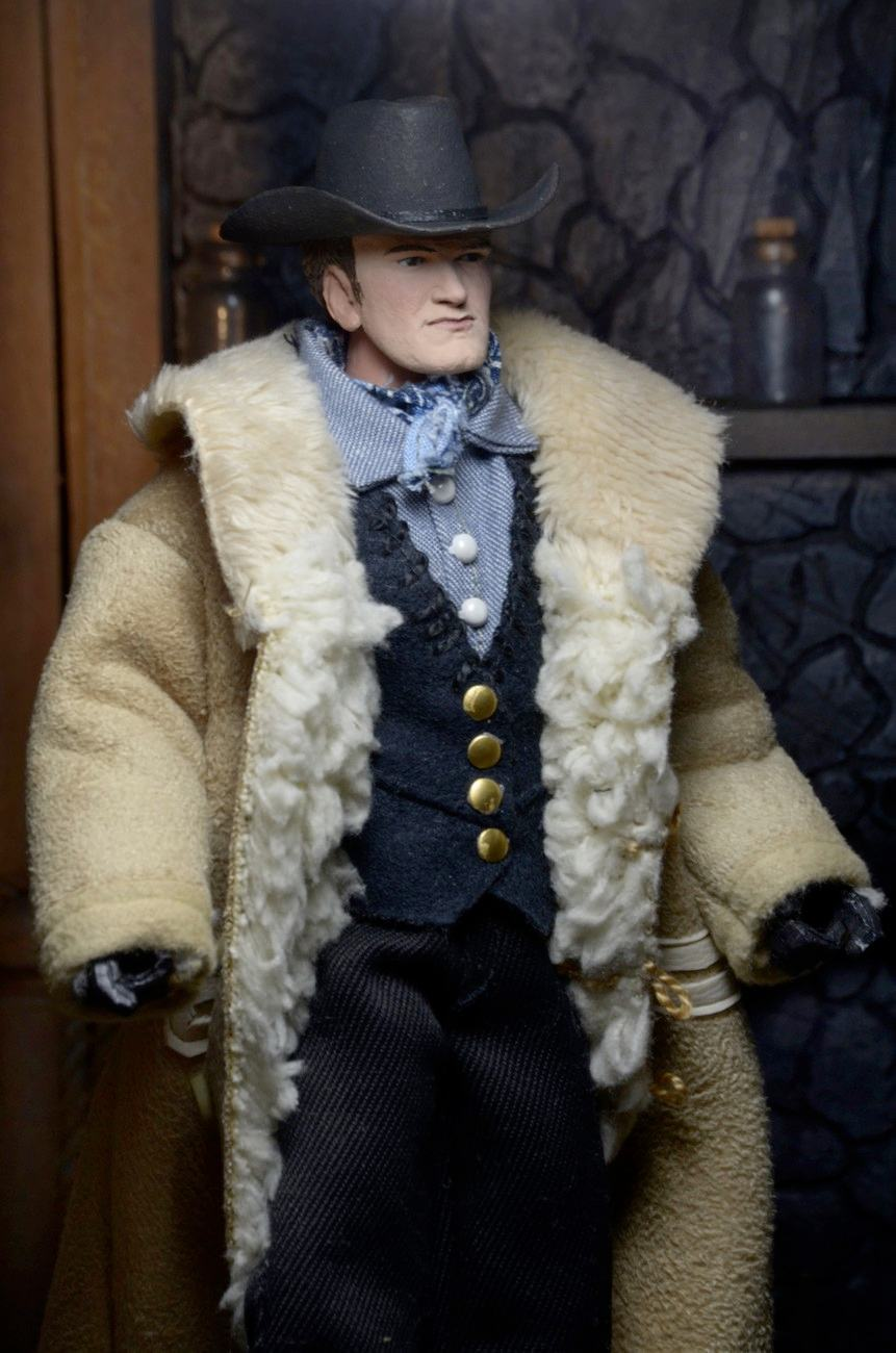 Quentin-Tarantino-Writer-e-Director-The-Hateful-Eight-Clothed-Action-Figure-03