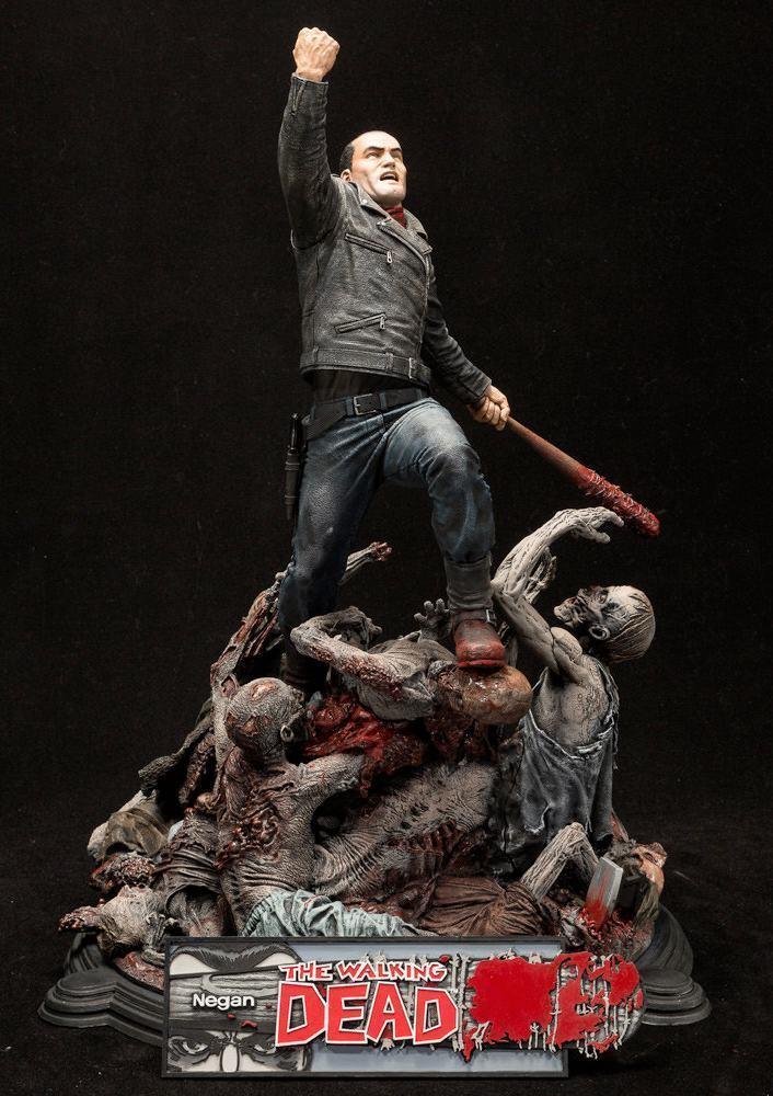 Estatua-The-Walking-Dead-Comic-Negan-17-Inch-Resin-Statue-03