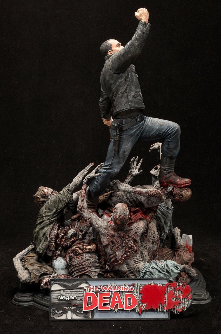 Estatua-The-Walking-Dead-Comic-Negan-17-Inch-Resin-Statue-04