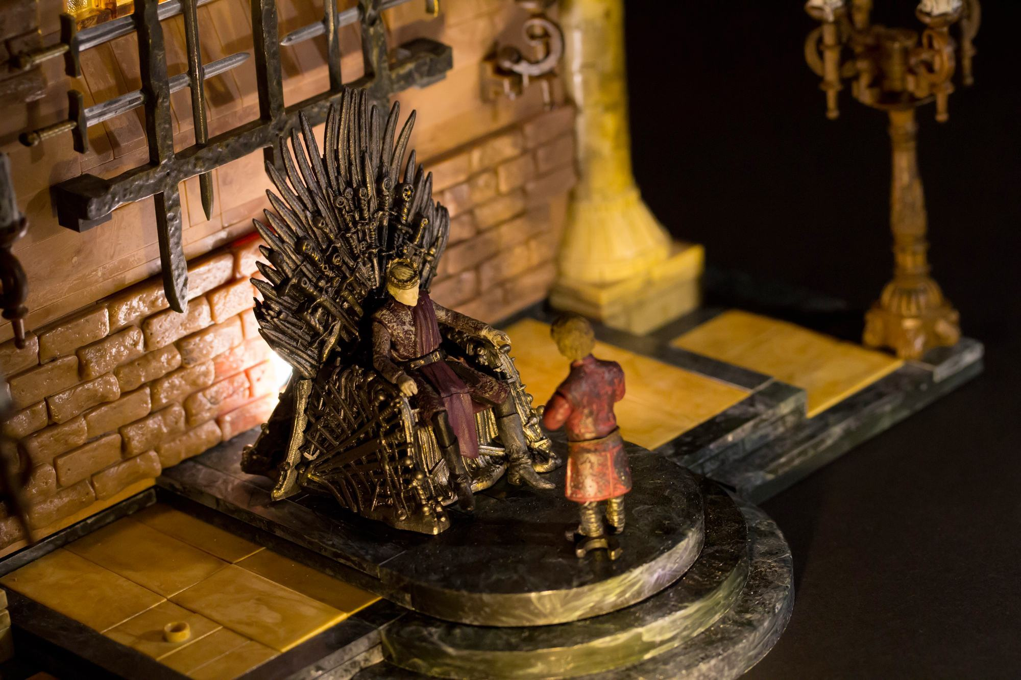 Game-of-Thrones-Construction-Set-Iron-Throne-Room-08