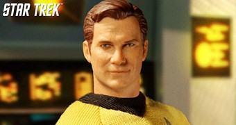William Shatner como James T. Kirk em Star Trek – Action Figure Mezco One:12 Collective
