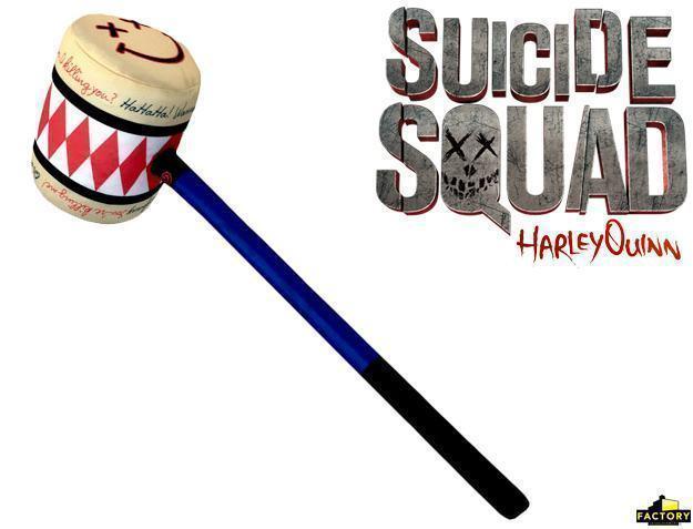 Suicide-Squad-Harley-Quinn-SWAT-Bat-e-Mallet-Prop-Replicas-02