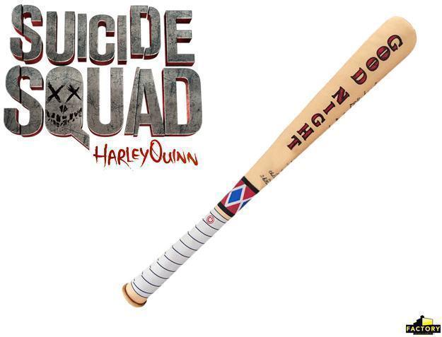 Suicide-Squad-Harley-Quinn-SWAT-Bat-e-Mallet-Prop-Replicas-03