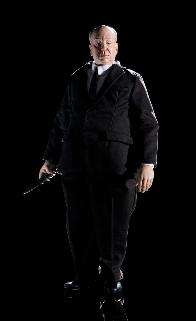 Alfred-Hitchcock-1-6-Scale-Collectible-Figure-06