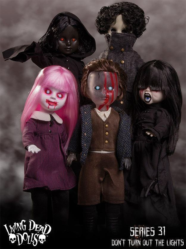 Bonecas-The-Living-Dead-Dolls-Series-31-Dont-Turn-Out-The-Lights-01