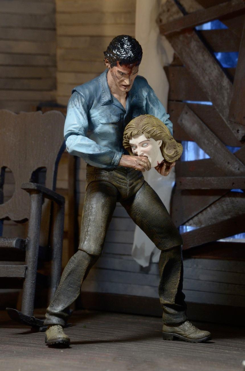 Evil-Dead-2-Ultimate-Ash-Action-Figure-02