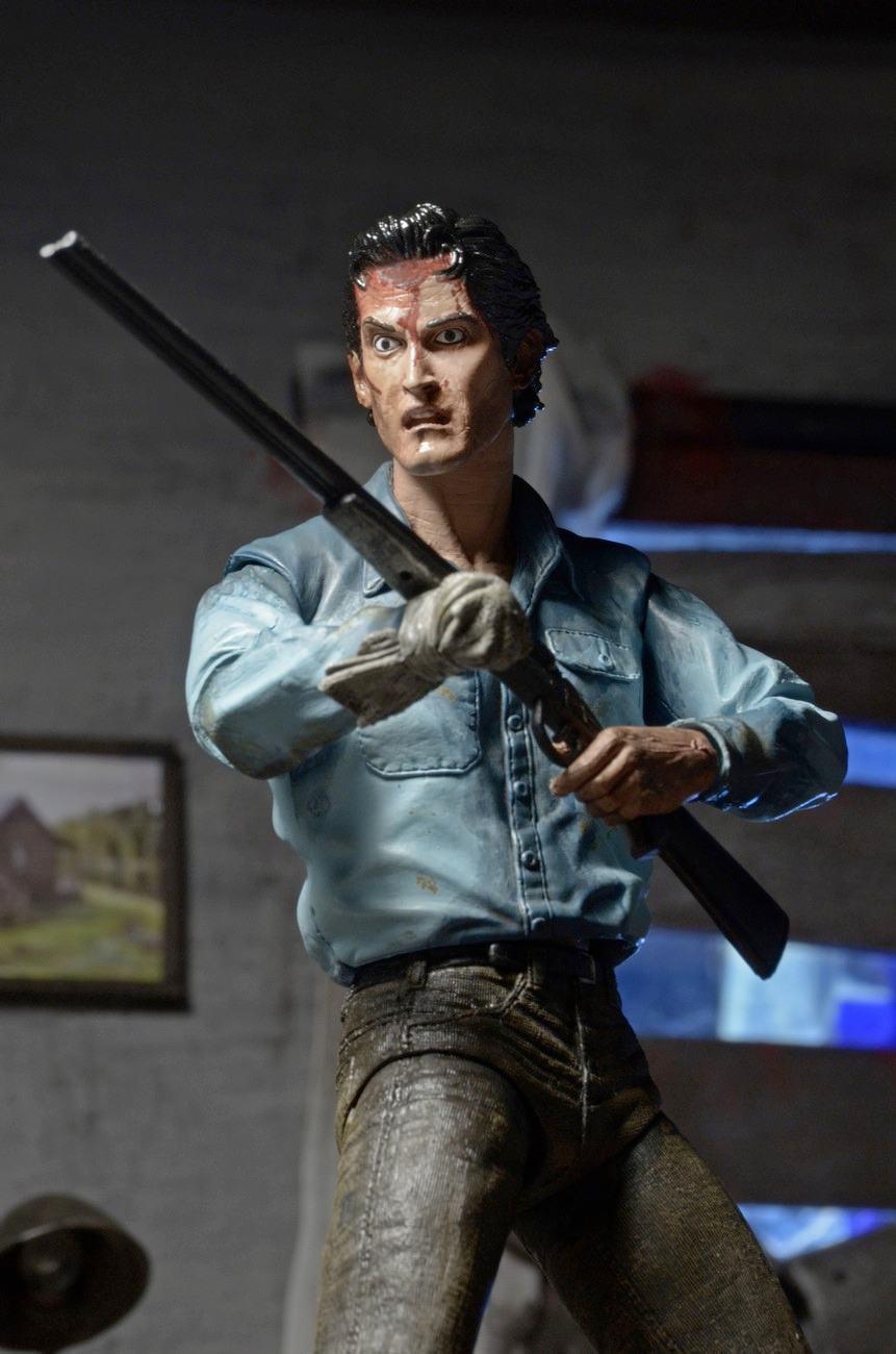 Evil-Dead-2-Ultimate-Ash-Action-Figure-04