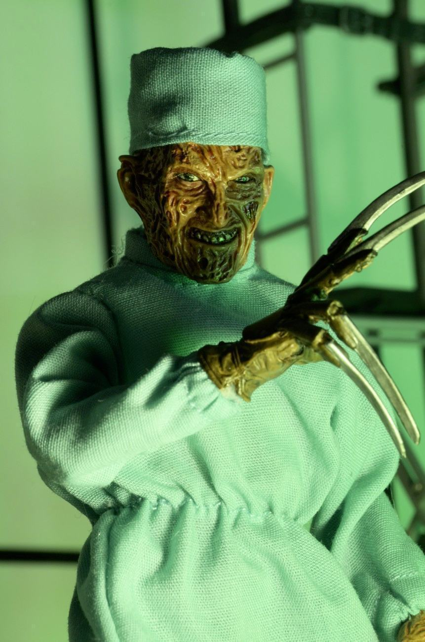 Nightmare-on-Elm-Street-4-Dream-Master-Surgeon-Freddy-Clothed-Action-Figure-03