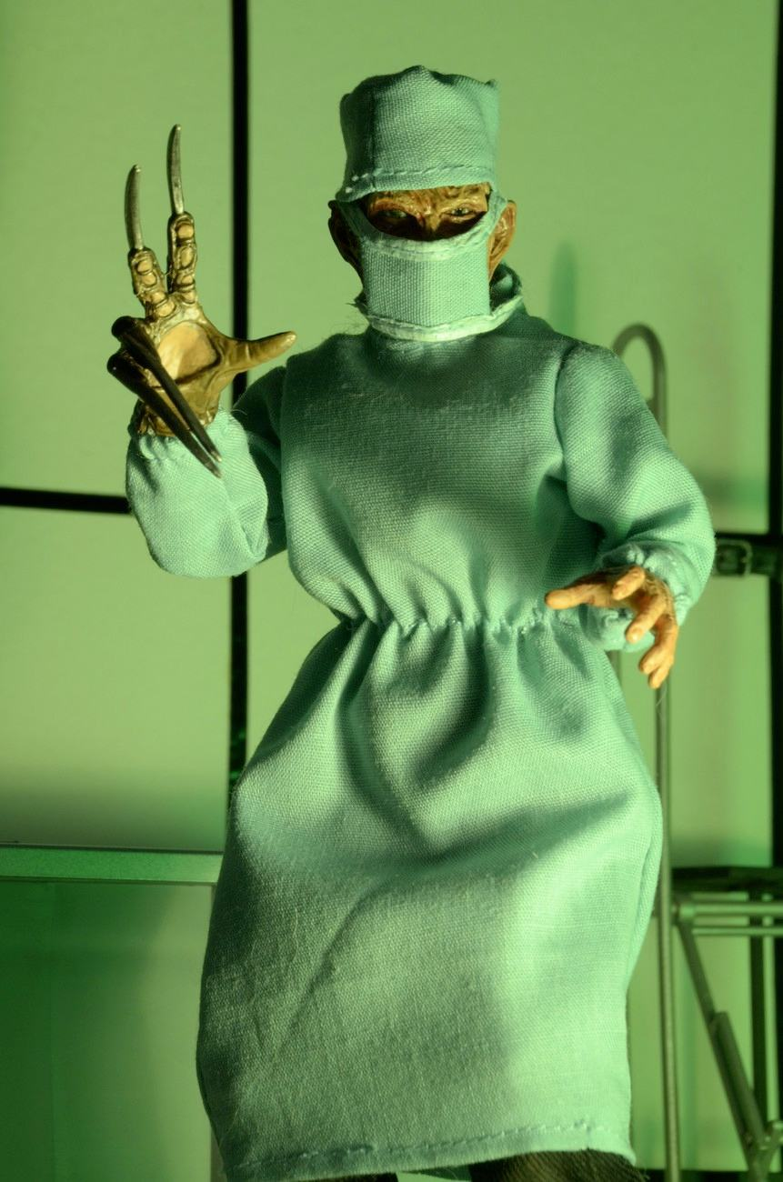 Nightmare-on-Elm-Street-4-Dream-Master-Surgeon-Freddy-Clothed-Action-Figure-04