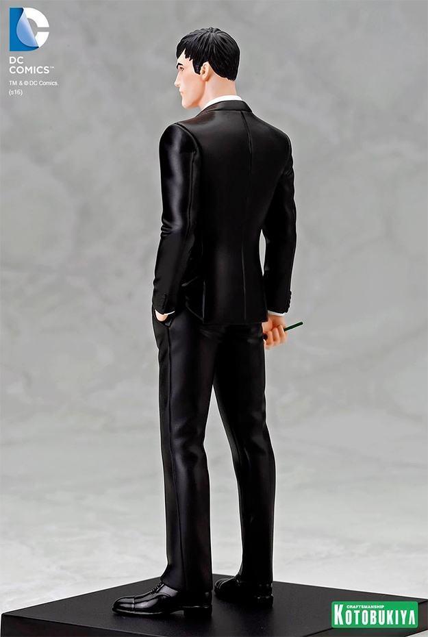 Estatua-Bruce-Wayne-ARTFX-Statue-SDCC-09