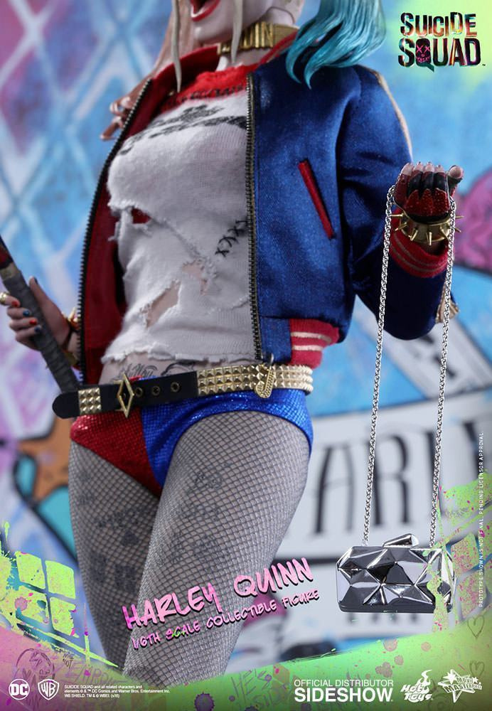 Harley-Quinn-Suicide-Squad-Action-Figure-Hot-Toys-11