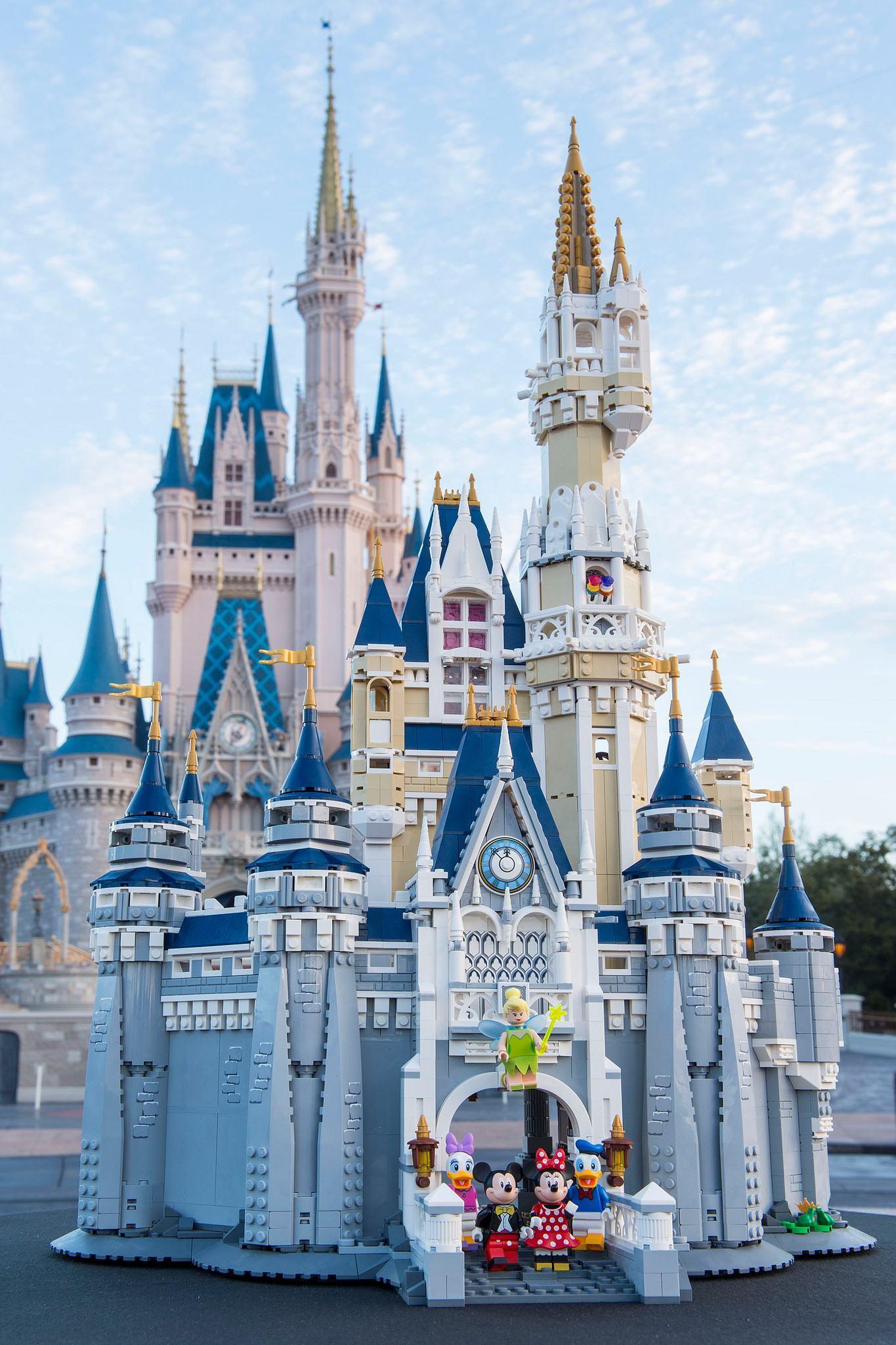 LEGO-The-Disney-Castle-Cinderella-18