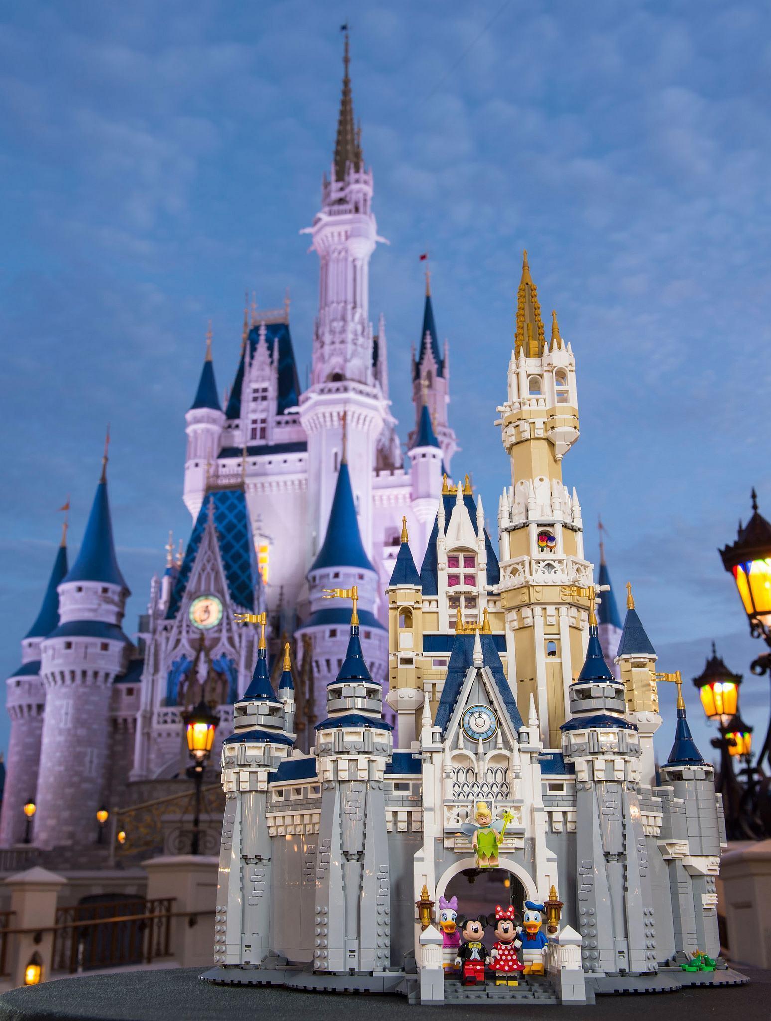 LEGO-The-Disney-Castle-Cinderella-19