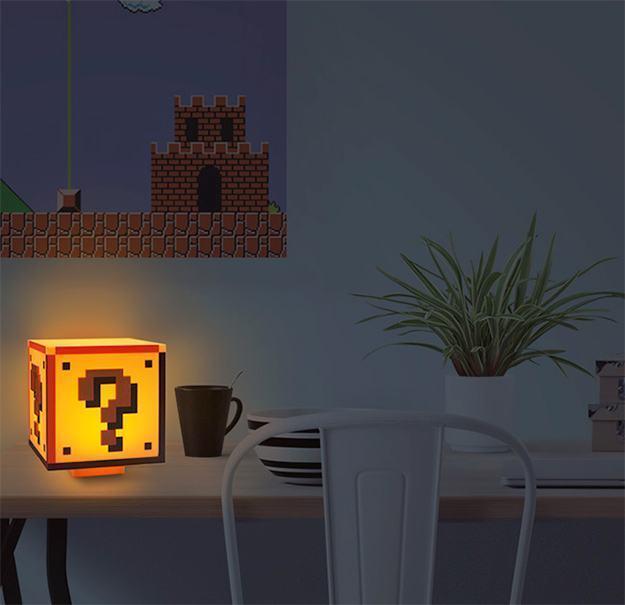 Luminaria-Super-Mario-Bros-Question-Block-Lamp-02