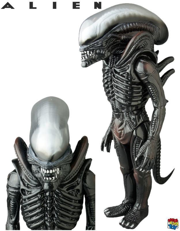 Boneco-Medicom-Alien-Sofubi-Figure-Giant-Alien-01