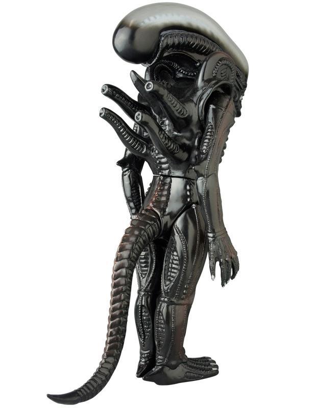 Boneco-Medicom-Alien-Sofubi-Figure-Giant-Alien-03