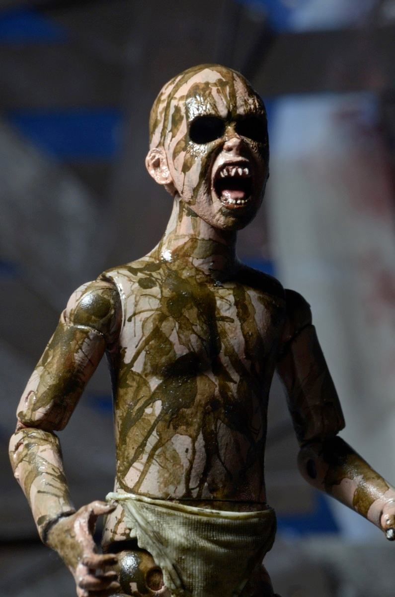 Ash-vs-Evil-Dead-Action-Figures-Bloody-Ash-vs-Demon-Spawn-05