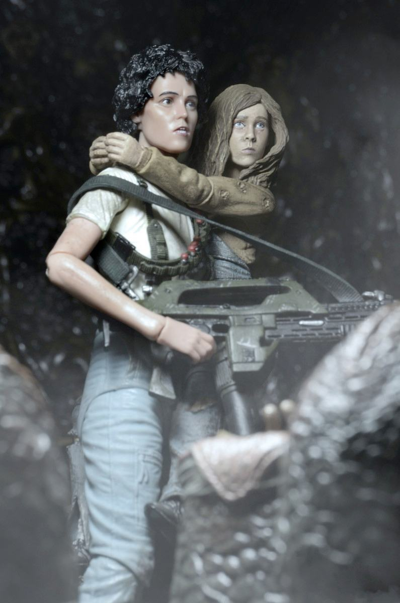 aliens-30th-anniversary-ripley-and-newt-deluxe-action-figures-02