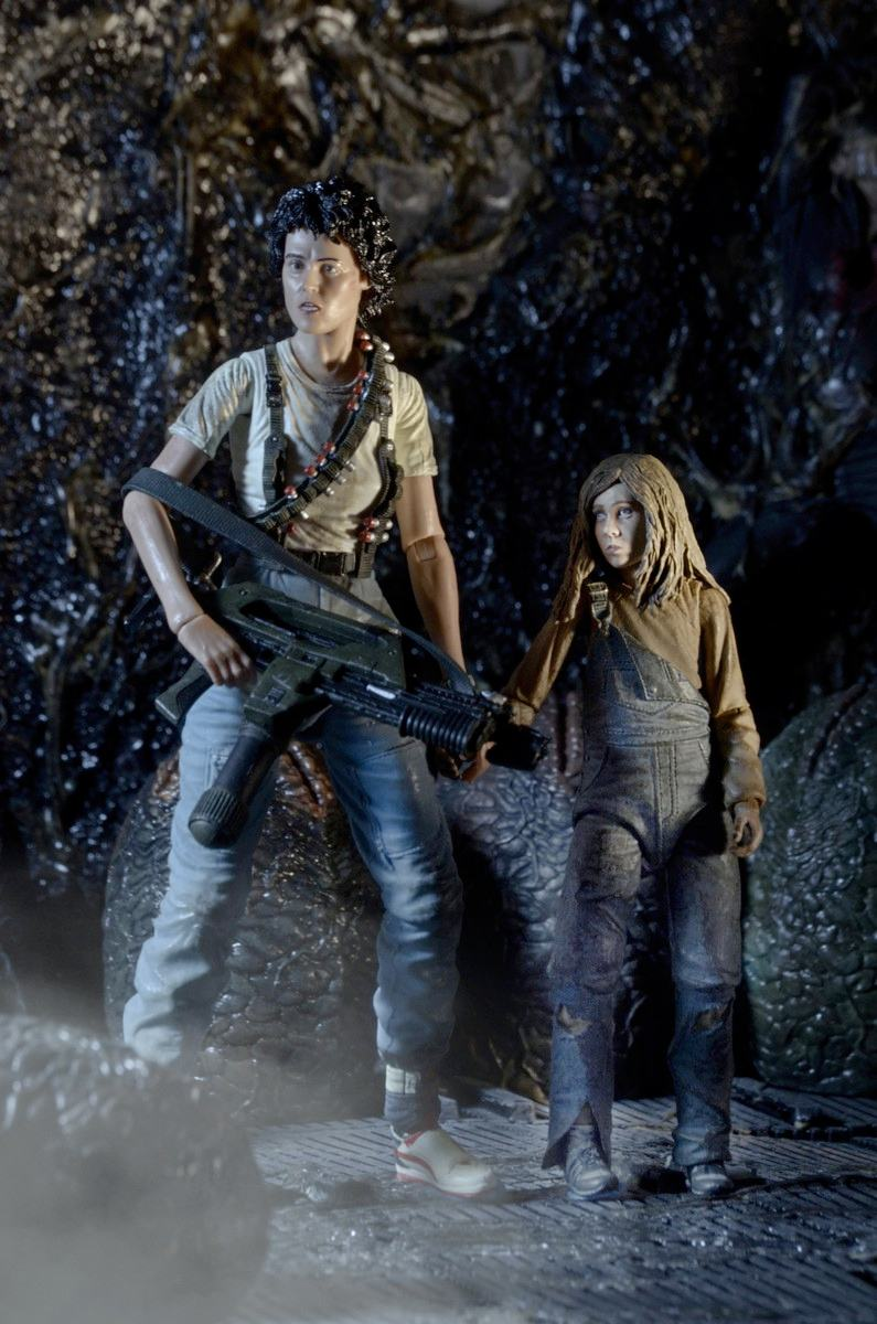 aliens-30th-anniversary-ripley-and-newt-deluxe-action-figures-03