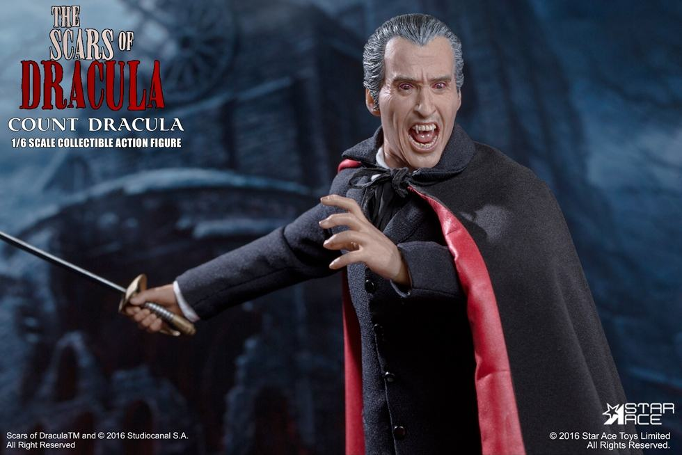 christopher-lee-as-count-dracula-12-inch-figure-01